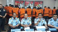 26 warga negara (WN) Afrika yang diduga melakukan praktik Cyber Crime, diamankan Kantor Imigrasi Klas I Tangerang. (Liputan6.com/Pramita Tristiawati)