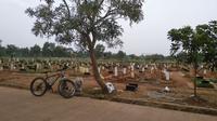 Kondisi pemakaman khusus jenazah Covid-19 di TPU Padurenan, Bekasi. (Liputan6.com/Bam Sinulingga)