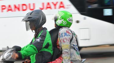 20160322-Penumpang-Terlantar-Ojek-Online-Raup-Untung-Jakarta-FRS