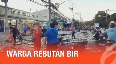Kecelakaan truk dengan muatan 80.000 bir kaleng terbalik di Thailand. Ratusan warga berebutan mengumpulkan minuman kaleng tersebut.