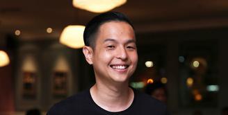 Tidak mudah menggandeng anak orang nomor satu di negeri ini, Presiden Joko Widodo alias Jokowi. Ernest Prakasa sangat bersyukur lantaran bisa mengajak Kaesang Pengarep ikut terlibat dalam film garapannya. (Nurwahyunan/Bintang.com)