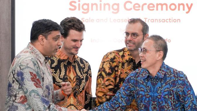 Direktur&COO Indosat Ooredoo, Vikram Sinha (paling kiri),PresdirProtelindo, Ferdinandus Aming Santoso (paling kanan), Presdir&CEO Indosat Ooredoo, Ahmad Al Neama (dua dari kanan),CSEOIndosat Ooredoo, Thomas Chevanne (dua dari kiri). Foto: Budi.Wid