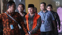 Anggota DPRD Jambi Elhelwi usai menjalani pemeriksaan di Gedung KPK, Jakarta, Rabu (24/7/2019). Elhelwi resmi ditahan 20 hari ke depan untuk mempermudah pemeriksaan terkait kasus dugaan suap pengesahan APBD 2017-2018 Provinsi Jambi. (merdeka.com/Dwi Narwoko)