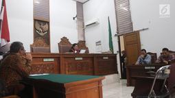 Suasana sidang praperadilan kasus video porno yang melibatkan artis Cut Tari dan Luna Maya di PN Jakarta Selatan, Selasa (7/8). Hakim PN Jakarta Selatan menolak gugatan praperadilan Cut Tari dan Luna Maya. (Liputan6.com/Herman Zakharia)