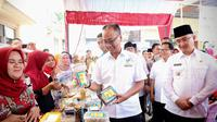 Himpunan Bank Negara Aktif Salurkan Bansos Miliaran Rupiah. Dok: Liputan6.com