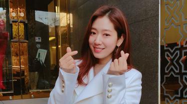 Sedangkan Park Shin Hye ditawari bermain karakter bernama Jung Hee Joo yang merupakan pemilik hostel tempat Yoo Jin Woo menginap. (Foto: instagram.com/ssinz7)