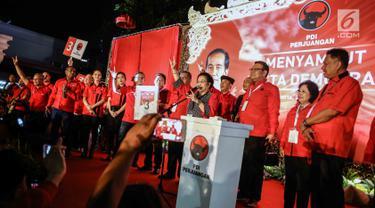 Megawati Sukarnoputri Salam Tiga Jari