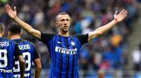 Winger Inter Milan, Ivan Perisic, rayakan gol ke gawang SPAL pada laga Serie A di Stadio Giuseppe Meazza, Minggu (10/9/2017). Inter menang 2-0. (AFP/Miguel Medina)