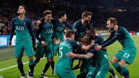 Perayaan gol yang memastikan kemenangan Spurs pada leg kedua semifinal Liga Champions yang berlangsung di Stadion Amsterdam Arena, Amsterdam, Kamis (9/5). Spurs menang 3-2 atas Ajax. (AFP/Adrian Dennis)