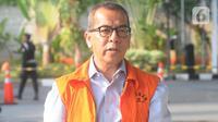 Mantan Direktur Utama PT Garuda Indonesia Emirsyah Satar bersiap menjalani pemeriksaan di Gedung KPK, Jakarta, Rabu (4/12/2019). Emirsyah diperiksa sebagai tersangka dugaan suap pengadaan pesawat dan mesin dari Airbus dan Rolls-Royce ke PT Garuda Indonesia. (merdeka.com/Dwi Narwoko)