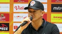 Pelatih Kalteng Putra, Gomes de Oliveira. (Bola.com/Aditya Wany)
