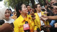 Titiek Soeharto ikut iringan Prabowo Subianto dan Sandiaga Uno ke KPU (Liputan6.com/Lizsa Egeham)