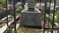Makam di Surabaya yang diduga makam Adolf Hitler  (foto: Dian Kurniawan)