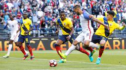 Striker AS, Clint Dempsey, saat mencetak gol ke gawang Ekuador pada perempat final Copa America Centenario 2016, di Century Link Field, Seattle, Jumat (16/6/2016). (Reuters/Joe Nicholson-USA TODAY Sports)