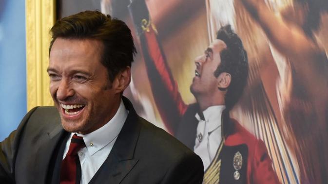Hugh Jackman pernah menjadi badut pesta. Tak hanya itu, ia pun pernah bekerja di pom bensin. Jauh banget ya dari kehidupannya yang terkenal akan peran gagahnya sebagai Wolverine? (TIMOTHY A. CLARY / AFP)