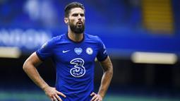 Striker Chelsea, Olivier Giroud, saat melawan Wolverhampton Wanderers pada laga Premier League di Stadion Stamford Bridge, Minggu (26/7/2020). Chelsea menang dengan skor 2-0. (Daniel Leal-Olivas/Pool via AP)