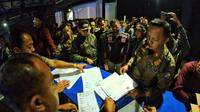 Wali Kota Bogor Arya Bima melakukan sidak di Lipss Club & Karaoke Bogor (Liputan6.com/Achmad Sudarno)