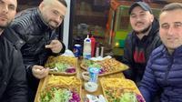 Sebuah restoran kebab di atas mobil bertingkat dibuka di London, Inggris (Dok.Instagram/@laststopkebab/https://www.instagram.com/p/B8b8T93B0MI/Komarudin)