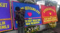 Karangan bunga berdatangan ke kantor KPU RI, Jakarta. (Merdeka.com/ Nur Habibie)