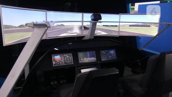 Menjajal jadi pilot pesawat R80 di International Habibie Festival. (Liputan6.com/ Keenan)