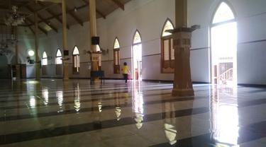 Kisah Ayam Jago Sunan Ampel dan Masjid Perahu Terbalik