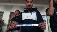 Tiket yang diduga palsu di fase 8 besar Piala Presiden 2018 di Stadion Manahan, Solo. (Bola.com/Ronald Seger Prabowo)