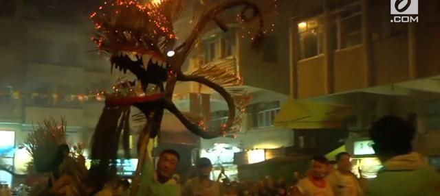 Perayaan Festival Musim Gugur di Hongkong dihiasi dengan adanya naga api.