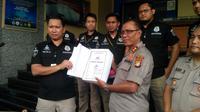 Penyidik Polda Metro Jaya menyerahkan berkas perkara Ratna Sarumpaet. (Merdeka.com/Ronald)