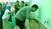 Capres Jokowi berwudhu (liputan6.com)