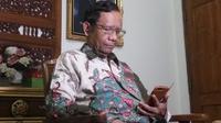 Mahfud MD memberikan tanggapan seputar bom bunuh diri di pos pengamanan Lebaran Kartasura Sukoharjo (Liputan6.com /Switzy Sabandar)