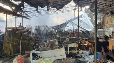 Kebakaran Gudang Tenda dan Properti di Depok