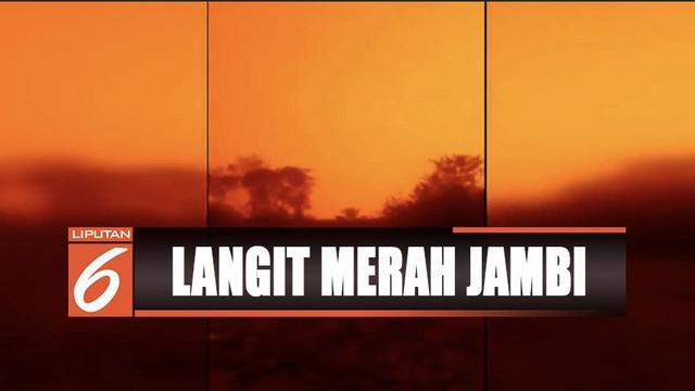 Kabut asap makin pekat, langit di Muaro Jambi, Provinsi Jambi, berubah jadi merah seperti di Planet Mars.