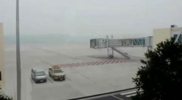 Kabut Asap Tebal Kembali Lumpuhkan Bandara di Pekanbaru