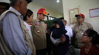 Menteri Sosial Sosial Juliari P. Batubara mengunjungi Keluarga Korban dan lokasi kejadian hanyutnya siswa SMPN 1 Turi yang berkegiatan susur sungai sempor di Sleman, Sabtu (22/2).