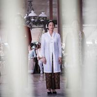 Hari Kartini kerap dirayakan oleh sebagian besar perempuan di Indonesia. Sebagai bentuk rasa terima kasihnya kepada R A Kartini yang telah memperjuangkan hak wanita untuk berkarya  dan mengenyam pendidikan. (Instagram/ayushita)