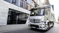 Mercedes-Benz Trucks melakukan perilisan perdana eActros. (ist)