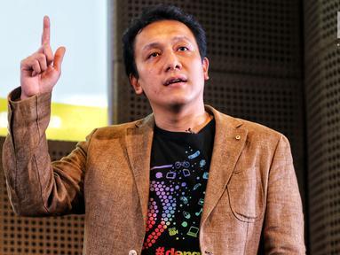 "Diaz Hendropriyono saat menjadi pembicara bertajuk ""Dengar yang Muda"" di Galeri Indonesia Kaya, Jakarta, Kamis (7/2). Kegiatan yang memasuki seri ke-12 mengangkat sektor UMKM. (Liputan6.com/Johan Tallo)"