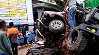 Kecelakaan maut kembali terjadi di Bumiayu, Brebes. Sedikitnya 4 orang meninggal dunia, delapan luka-luka. (Foto: Liputan6.com/Rojali untuk Muhamad Ridlo)