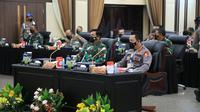 Kapolri Jenderal Listyo Sigit Prabowo dan Panglima TNI Marsekal Hadi Tjahjanto menghadiri Rapim TNI-Polri di Mabes Polri. (Dok Humas Polri)