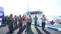 Prosesi penyambutan KAL Rajegwesi tersebut disaksikan langsung oleh Bupati Abdullah Azwar Anas bersama Komandan Pangkalan TNI AL Banyuwangi Letkol Laut (P) Joko Setiyono.