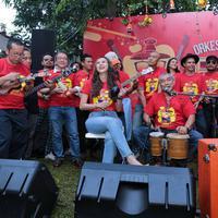 Grup band OM PSP digawangi oleh Monos, Ade Anwar, Omen, Rizali Indrakesumah, Dindin, Aditya, Andra Ramadan Muluk, dan James R. Lapian. (Nurwahyunan/Bintang.com)