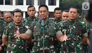 KSAD Jenderal TNI Andika Perkasa (tengah) memberi keterangan pers di Mabes TNI AD, Jakarta, Rabu (9/10/2019). (Liputan6.com/Pool/Dispen TNI AD)