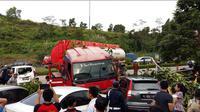 Kecelakaan truk tangki di Tol Cipularang. (@Wiznuopung)