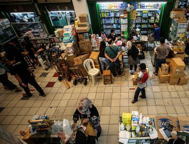Penjualan Vitamin dan Alkes di Pasar Pramuka Meningkat