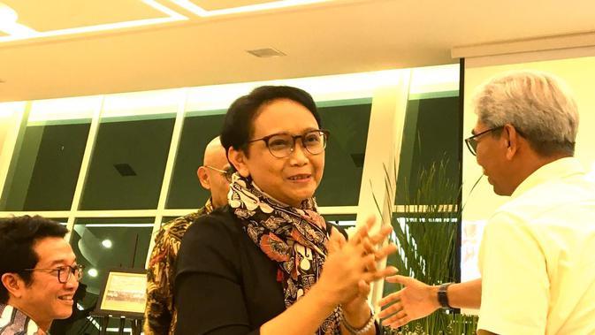 Ekspresi Menlu Retno Marsudi saat tahu Indonesia kembali terpilih sebagai anggota Dewan HAM PBB melalui pembacaan hasil sidang umum yang digelar di New York, Kamis, 17 Oktober 2019, Kementerian Luar Negeri RI, Jakarta. (Liputan6.com/Afra Augesti