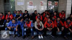 Serikat pekerja PT Jakarta International Container Terminal (JICT) melakukan aksi unjuk rasa di Pelabuhan Tanjung Priok, Jakarta, Selasa (28/7/2015). Mereka menolak perpanjangan pengelolaan JICT kepada Hutchison sampai 2039. (Liputan6.com/JohanTallo)