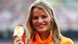 Dafne Schippers meraih medali emas lari 200m putri Kejuaraan Dunia Atletik 2015 di Beijing, China. (EPA/How Hwee Young)