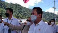 Menteri Kelautan dan Perikanan (KKP) Sakti Wahyu Trenggono ketika berkunjung ke Bungus Teluk Kabung. (Liputan6.com/ Novia Harlina)