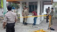 Pos jaga Kantor Satpol PP Pekanbaru yang dilempar molotov oleh dua pria tak dikenal. (Liputan6.com/M Syukur)