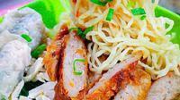 Bakmi Ayam Uban, rekomendasi tempat makan mi ayam di daerah Grogol, Jakarta Barat. (dok. Instagram @nyamfoodies/https://www.instagram.com/p/BWHZuLngA--/Dinny Mutiah)